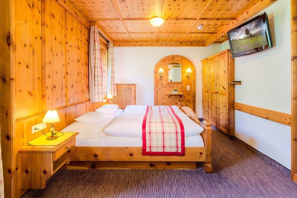 Doppelzimmer familienzimmer in saalbach hinterglemm for Was bedeutet familienzimmer